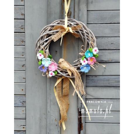 Wiosenny wianek z ptaszkiem