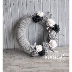 Pastelowy wianek z różami