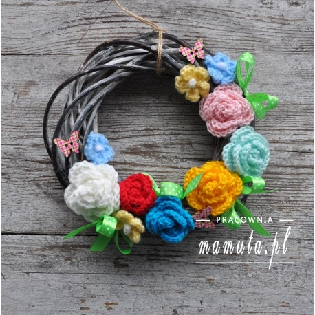 Kolorowy wianek z kwiatami