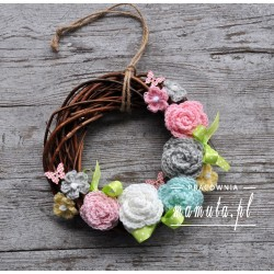 Pastelowy wianek z kwiatami